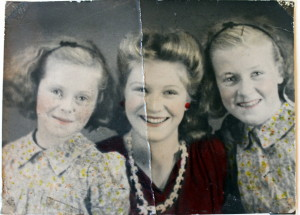 24 Margaret with her sisters Susannah (L) and Bridget (R) in 1940